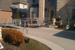 aluminum-modular-ramp-for-access-to-outside